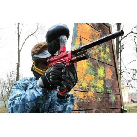 Paintball Action mit Maske und Markierer